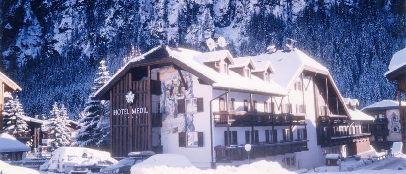 italy_dolomites-ski-area_val-di-fassa_hotel-medil_exterior.jpg